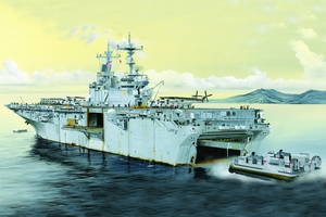 USS Essex LHD-2 1:700